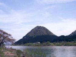 当蔵の側にある嶽山をラベルにデザインしました